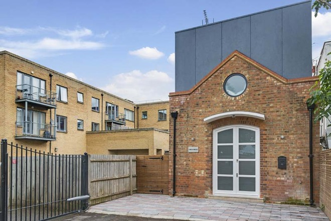 MADOC CLOSE , London NW2 2BG