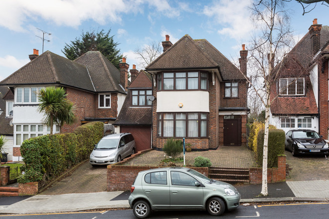 ARMITAGE ROAD, LONDON NW11 8RD