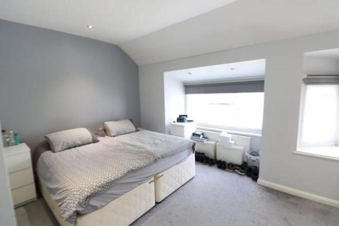 HILLVIEW GARDENS, LONDON NW4 2JH