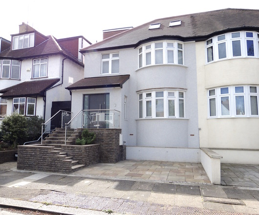 HILLCREST AVENUE, London NW11 0EN