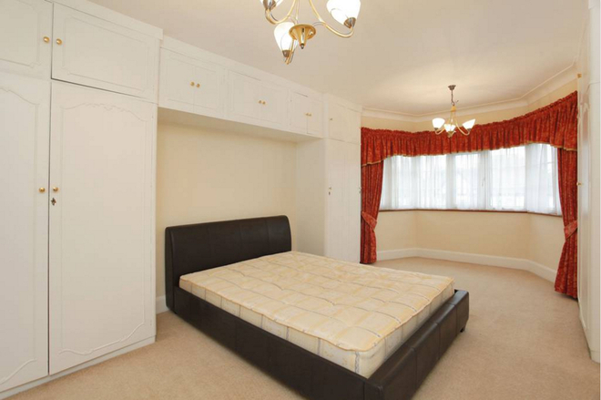 ALDERTON CRESCENT, LONDON NW4 3XT