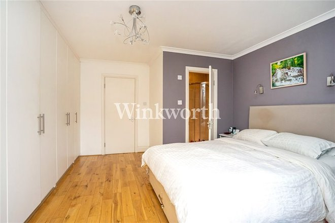 THE VALE, LONDON NW11 8SG