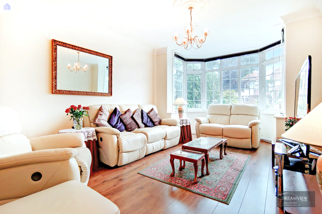 THE VALE, LONDON NW11 8SJ