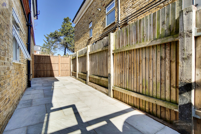 FINCHELY LANE, LONDON NW4 1BY