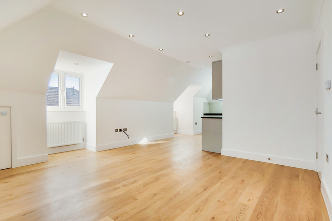 FINCHLEY LANE, LONDON NW4 1BY